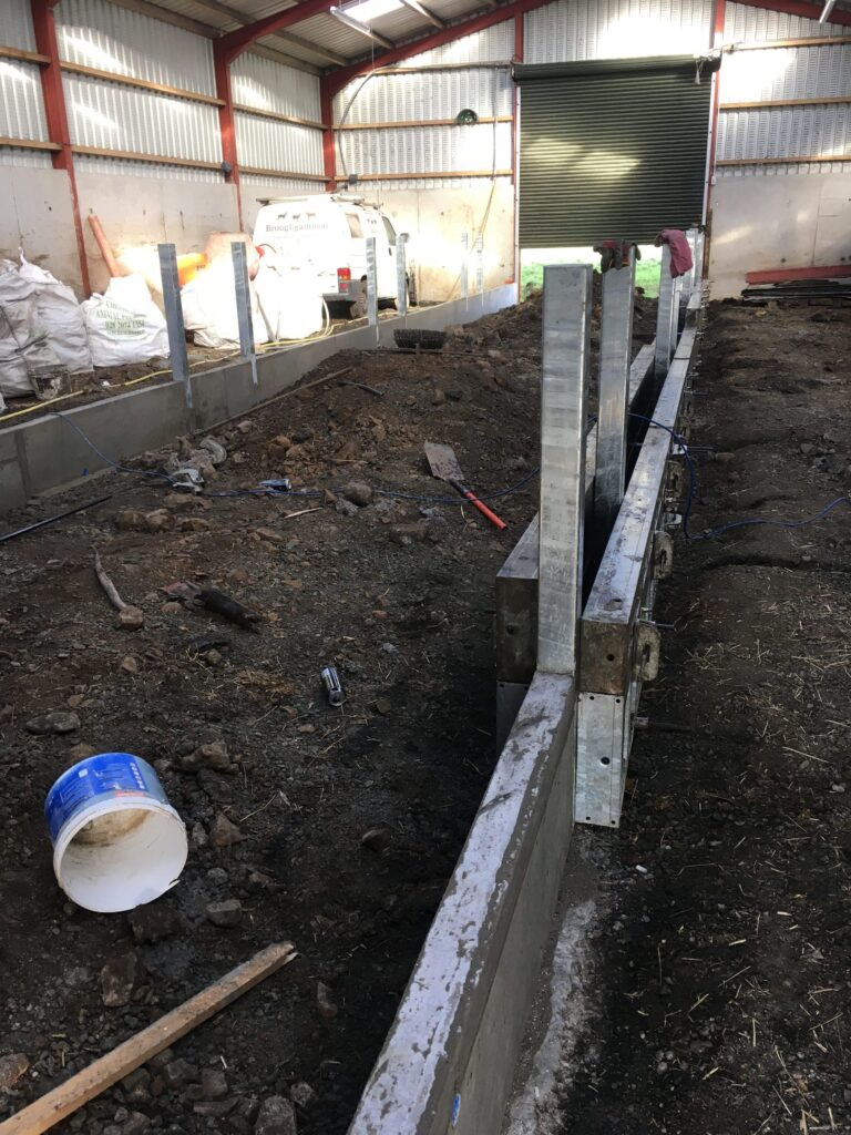 Shuttering the feed passage sides to the feeder front hanging posts